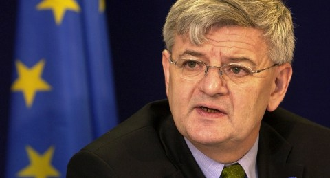 BRU102 - 20021025 - BRUSSELS, BELGIUM : German Foreign Minister Joschka Fischer pictured during a news conference prior to the second working session at the European Council building in Brussels, 25 October 2002, the second day of the European Summit of Heads of State and Government, due to prepare the financing of the enlargement. EPA PHOTO BELGA/ BENOIT DOPPAGNE