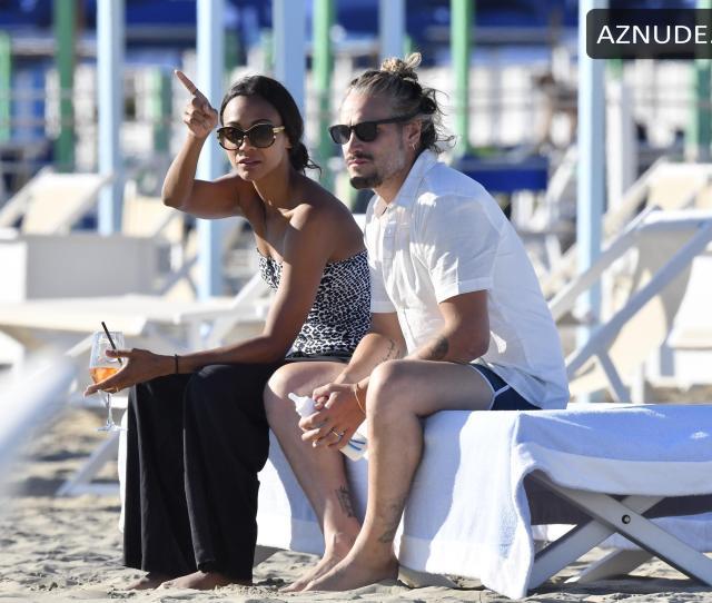 Story Zoe Saldana Sexy On Holiday In Forte Dei Marmi In Italy