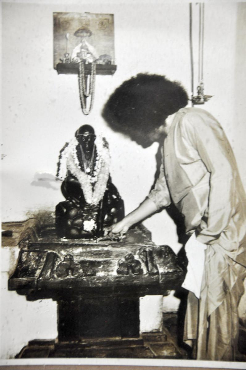 Swami visitó el Guindy templo varias veces. Uno puede sentir las vibraciones de gran alcance en el templo.