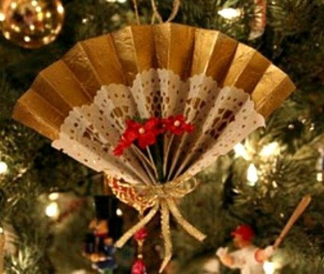 A Simple Victorian Fan Ornament