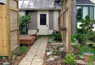 clears weeds from cracks between pavers