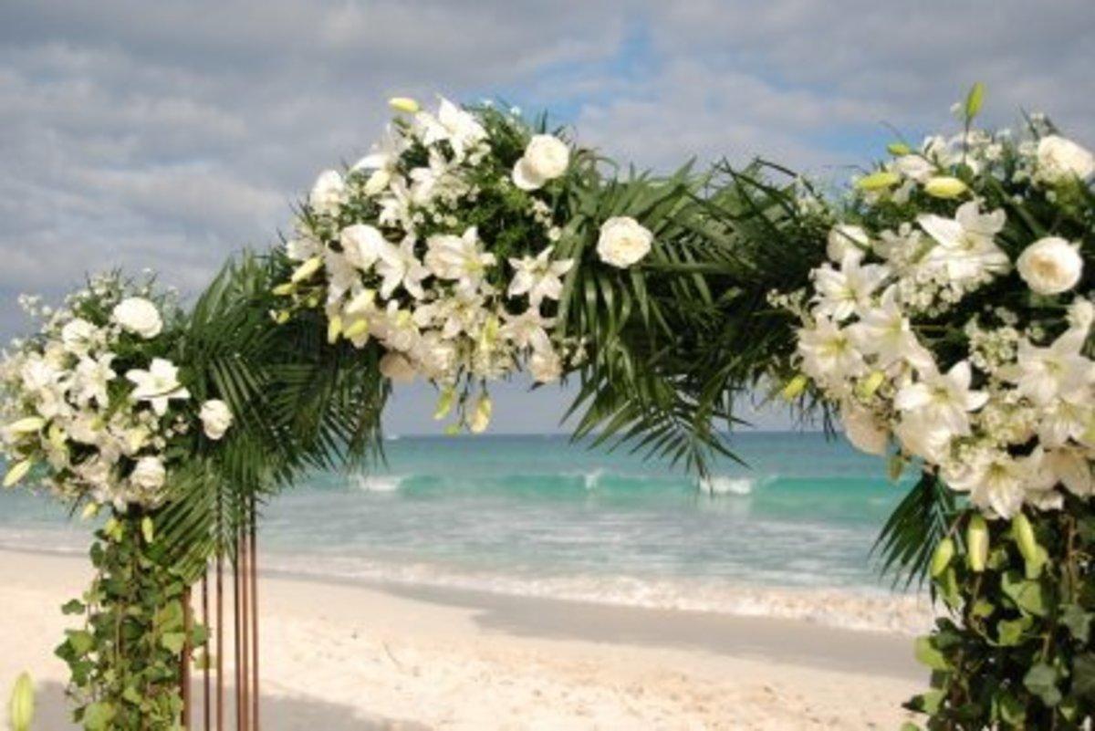 Beach Wedding Ideas: The Best Beach Wedding Dresses