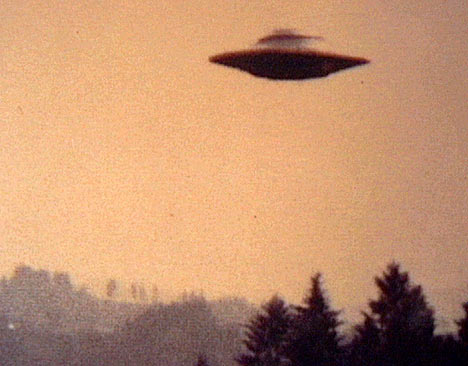 Alien_Spaceship_Invasion_Classic_Flying_Saucer_Photo-1-LG468x366