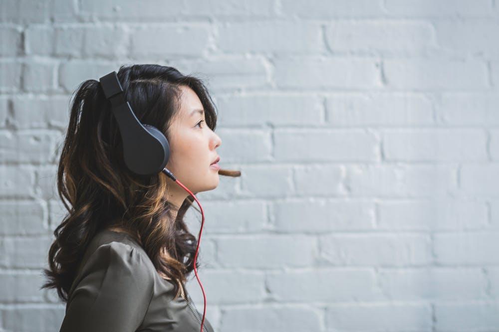 【体験談】英語の聞き流し勉強3つの効果とおすすめアプリ3選