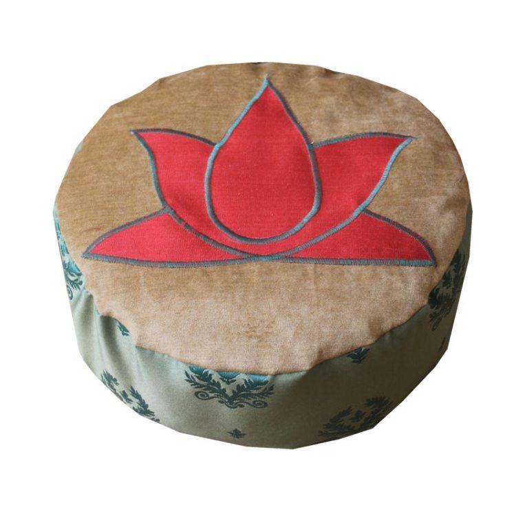 Rode lotus, groene zijkant