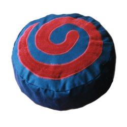 Meditatiekussen met slang, rood op donkerblauw