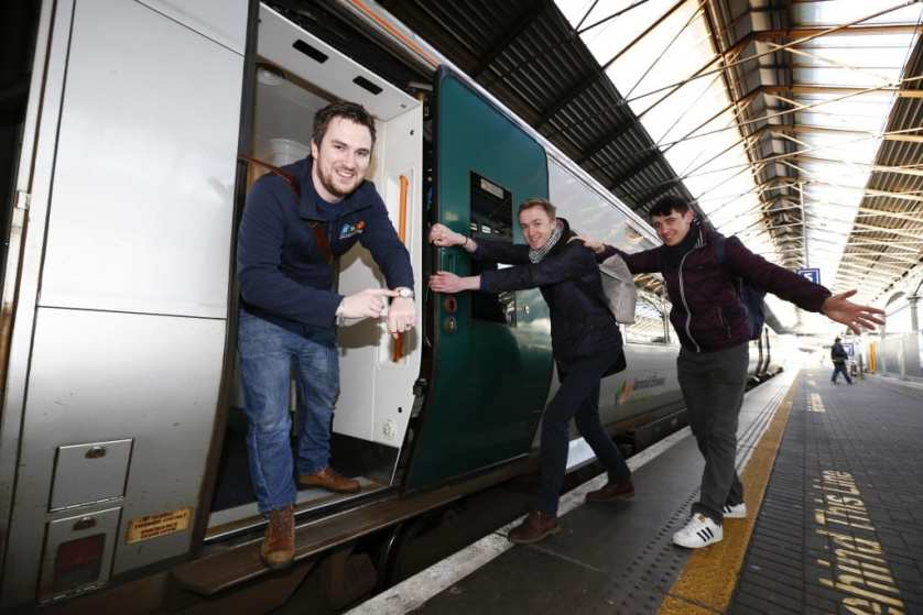 *** NO REPRODUCTION FEE *** DUBLIN : 23/2/2016 : Pictured a the Heuston Station was Kevin Donoghue, USI President calling DIT students to get on board the train to Galway to go home to VOTE ahed of the General Election this Friday. Pictured was Kevin Donoghue, USI President with DIT students Anders O'Donoghue and Shane Redmond. Iarnród Éireann Partners with the Union of Students in Ireland and encourages Students to go Home to Vote Iarnród Éireann is partnering with the Union of Students in Ireland and encouraging students across the country to go home to vote in the General Election. At all times Iarnród Éireann offers student discounts on all routes of up to 54%. Taking the train home to vote in their local constituency is the fastest, most relaxing and most environmentally friendly way to travel. Iarnród Éireann and USI are urging students to #VoterMotor and have their voices, and their votes, heard in the general election. Iarnród Éireann offers huge discounts to students at all times with some routes having discounts of up to 54% - an adult open return ticket from Dublin to Galway is €51.40 and the student return is only €23. Picture Conor McCabe Photography. MEDIA CONTACT : Fiona O'Malley, Communications Executive, on 0874495695 or email Fiona.omalley@usi.ie