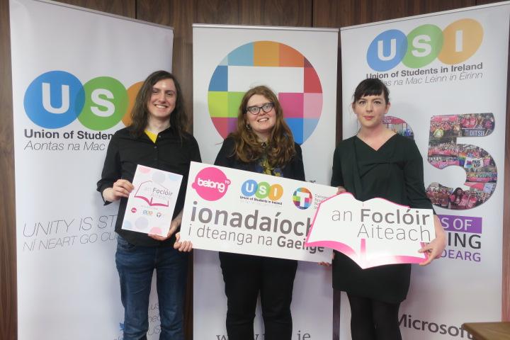 An Chéad Fhoclóir LADTA Béarla-Gaeilge Seolta