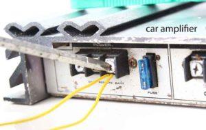 Exempel på en USB-kabel för anslutning av en förstärkare