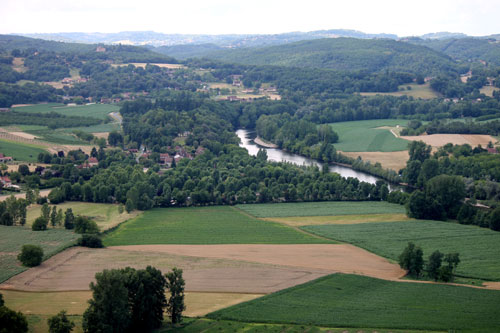 The sliver of river is the Dordogne