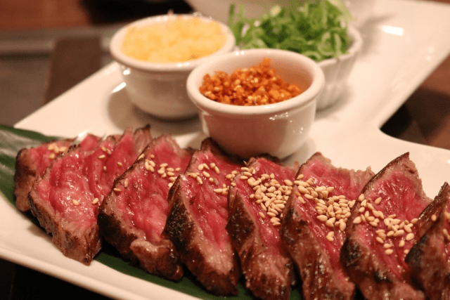 牛肉のたたきとローストビーフの違いは何?美味しいお店と一緒に紹介
