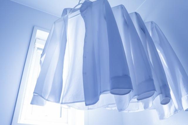 一人暮らしの部屋干しはどこにどうやって干すのが速く乾く?