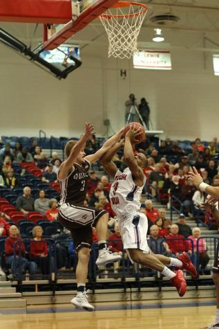 Win streak ends for men's basketball