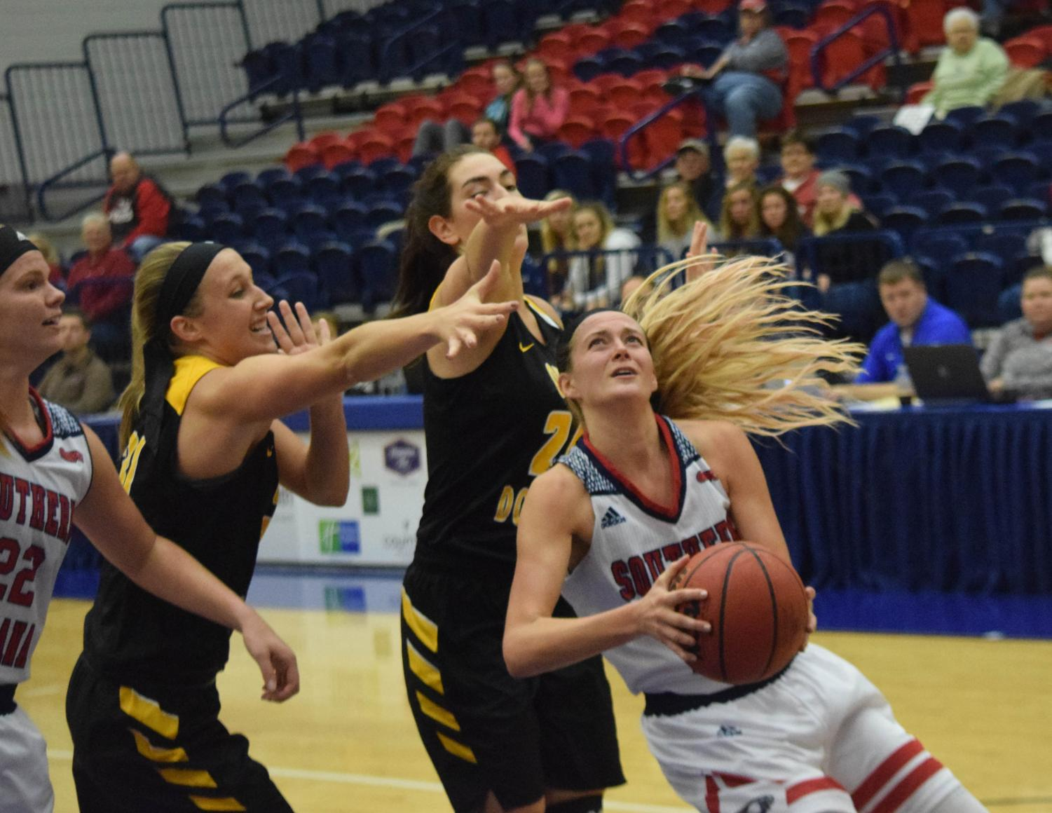 Kaydie+Grooms%2C+senior+forward%2C+powers+herself+to+the+basket+for+a+layup.