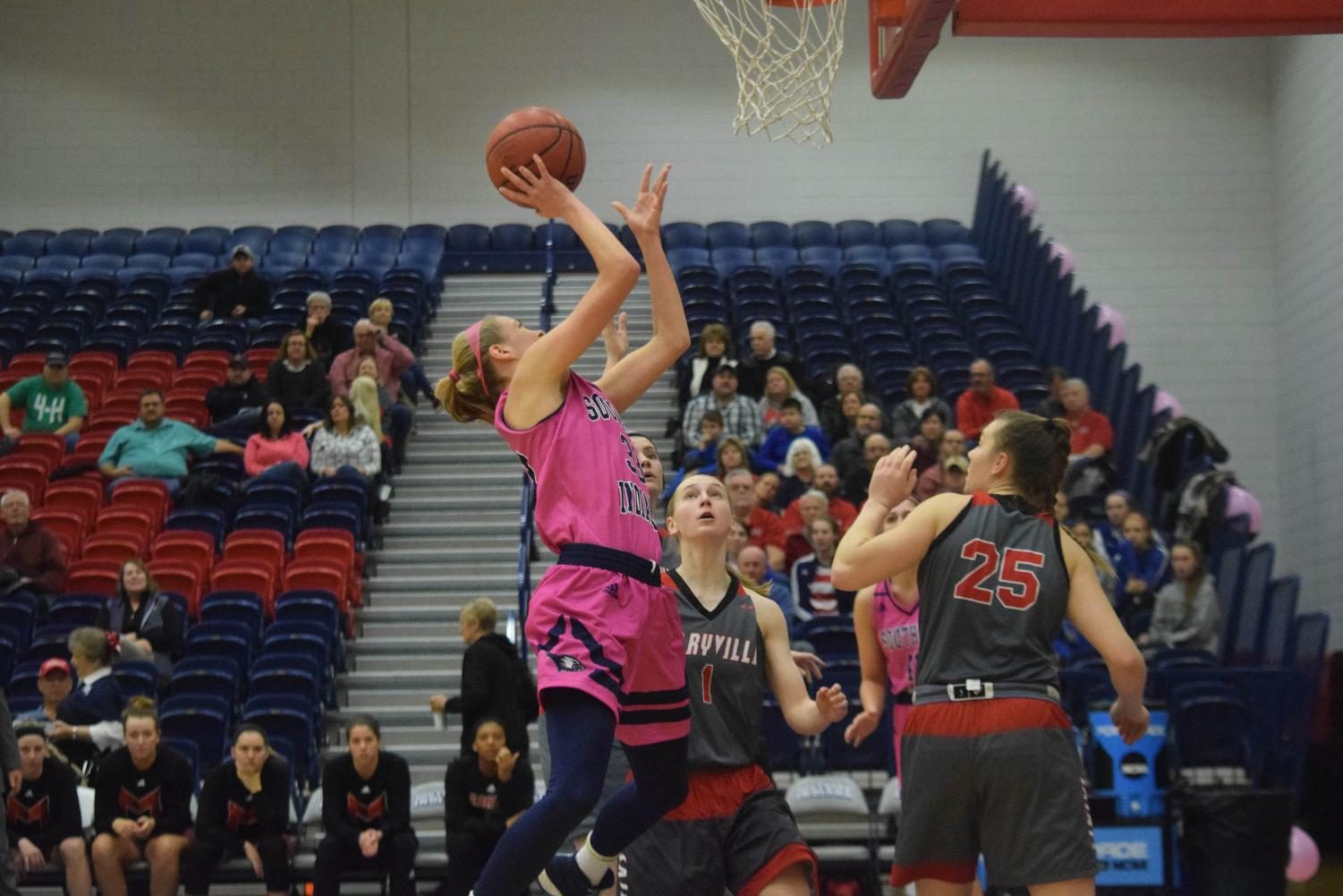 Kaydie+Grooms%2C+senior+guard%2C+goes+up+for+a+layup+against+Maryville+University.