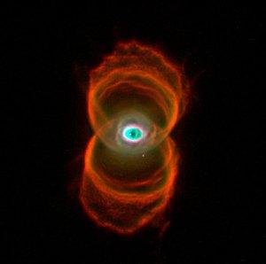 Tiimalasi-sumu on 8000 valovuoden päässä maasta ja se on syntynyt kuolevan tähden räjähdyksestä. Kuva: ESA Hubble.