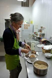 Renée préparant le petit déj_usproject2016.com