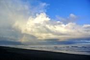 Nuages du matin et arc en ciel