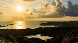 夕日が沈む海岸