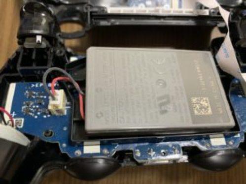 PS4コントローラーを開けたところ