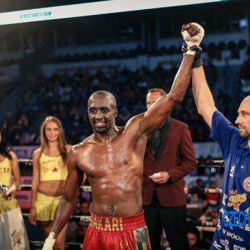 Victoire par KO a la 3éme reprise de Bakari