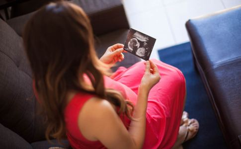Looking-At-My-Baby-Ultrasound-1200
