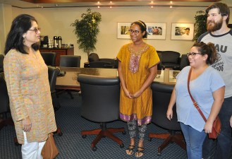 """Gandhi's great granddaughter Sukanya Bharat Ram, left, met with UTA students (center to right) Fatima-Ayan Hirsi, Adam Krajewski and Ivy Ghyslaine Lopez when she visited the campus in early October. The students are anthropology majors enrolled in the fall course """"Gandhi: Culture and Politics."""" (Photo by James Dunning/COLA Communications)"""