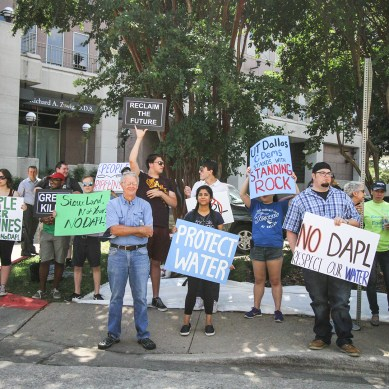 Students protest oil pipeline