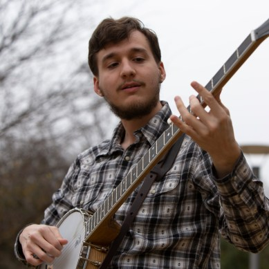 Long banjo breaks into Dallas folk scene
