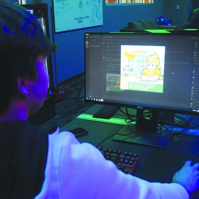 Freshman launches community Discord server