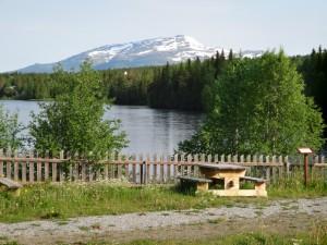 Rastplats med Åreskutan i bakgrunden