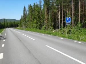 En kilometer till Valsjöbyn, men 10 min kvar tills affären stänger