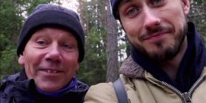 Reportern Jacob Nyström från KIT provar stubbsittning.