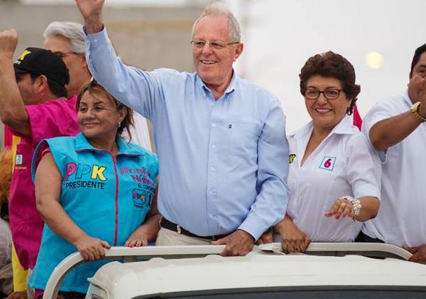 Imagen: Sa' gente. Con PPK y Rosa Núñez, exesposa de Acuña y dueña de 3 universidades privadas del norte. Imagen: Equipolunavictoria