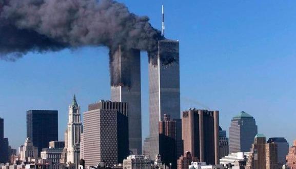 El 11 de septiembre de 2001, terroristas de Al Qaeda secuestraron y estrellaron dos aviones llenos de pasajeros contra las torres gemelas del World Trade Center en Manhattan. Según las creencias de los yihadistas, la recompensa por este sacrificio es una vida eterna y 72 vírgenes en el el paraíso.