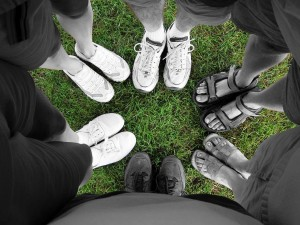 feet_of_friendship_green_grass