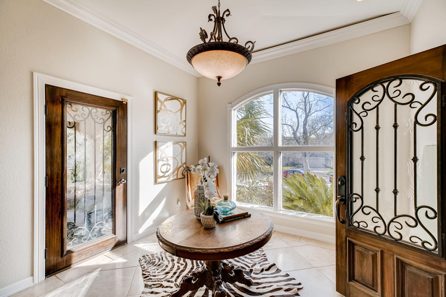 Full home staging in Las Vegas, Nevada, featuring an entry way