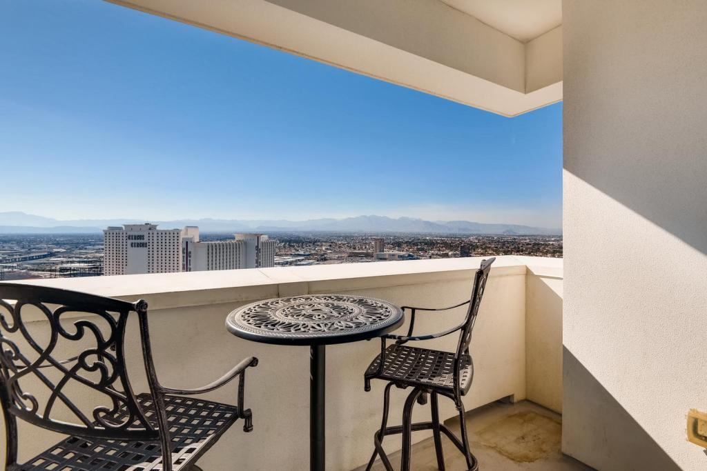Las Vegas Condo staged by Utopia Home Staging