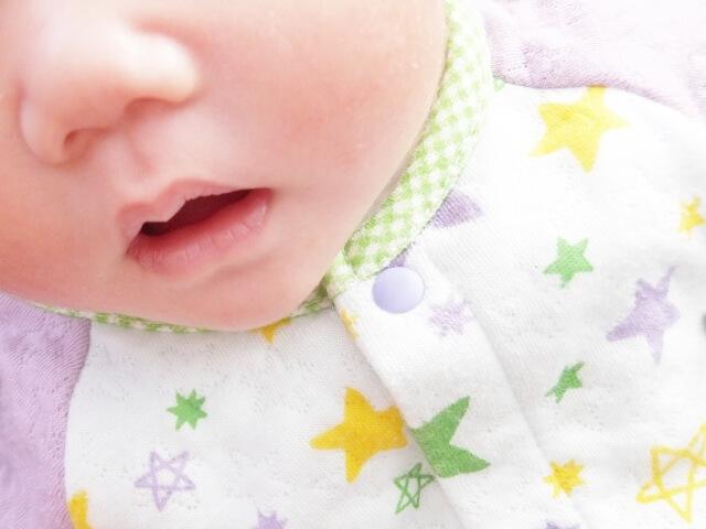 赤ちゃんの鼻と口元の画像