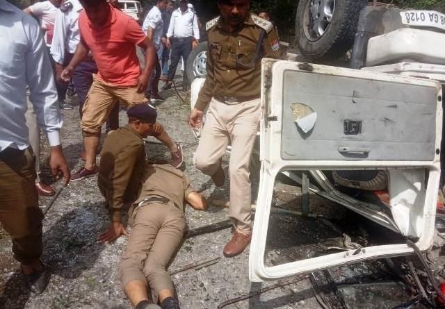 ब्रेकिंग न्यूज: राज्यपाल के कार्यक्रम की डयूटी से लौट रहे पुलिस कर्मियों का वाहन दुर्घटनाग्रस्त: दो पुलिसकर्मियों की मौत, दो की हालत गंभीर 2