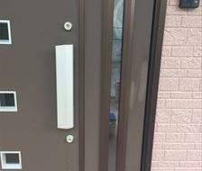 玄関ドア 塗装はがれ