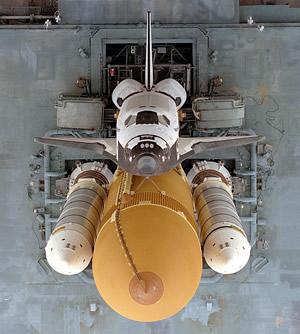 スペースシャトルにタンクが3つも付いたロケット