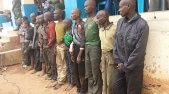Une dizaine d'homme armé est présenté devant la population d'Uvira à l'état major SUKULA 2