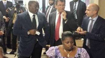 Visite du président Joseph Kabila aux installations du système d'émission des passeports électroniques et biométriques