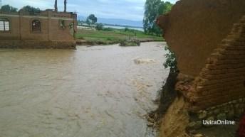 Kavimvira-RDC: Des maisons démolis et plus des  véhicules encastrer dans le sable en plein lit de la rivière Kavimvira