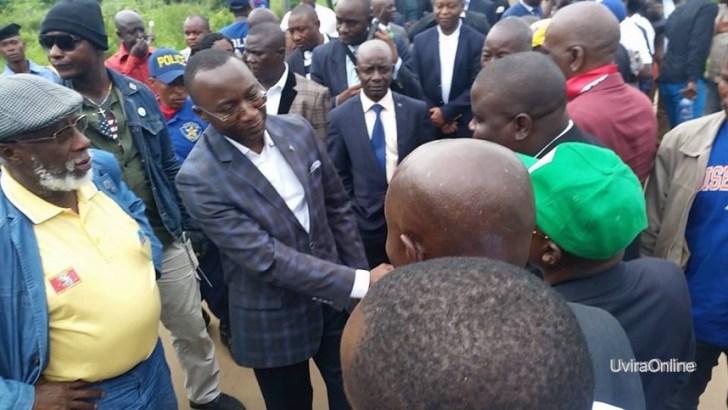 Katagota-RDC: Le Dircab Son Excellence NEHEMI MWILANYA accueilli à l'entrée de Uvira