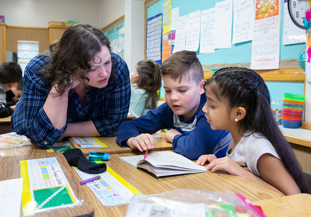 kids reading at summer learning program