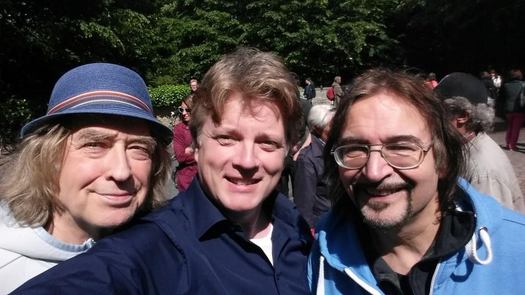 """Dreigestirn...: Mit Steffi Stephan (l.) und Panik-Leadgitarrist Hannes Bauer (r.) Open Air auf der """"Grünflächenunterhaltung"""" in Münster."""