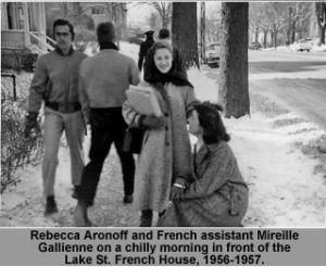 Aronoff et Gallienne devant l'ancienne Maison Française (sur Lake St.)