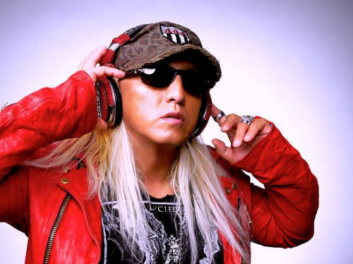 DJ KOOの若い頃・TRF全盛期時代がカッコイイと話題に!現在の素顔は?かつらや歯がない理由とは?!
